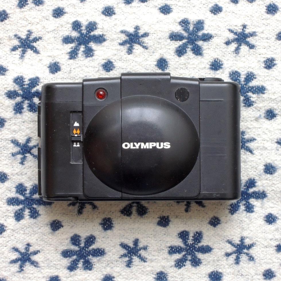 Olympus XA 2 front closed