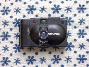 Olympus XA 2 front open