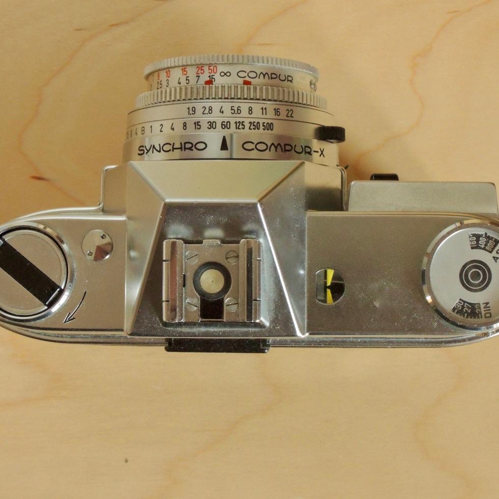 Kodak Retina Reflex IV top